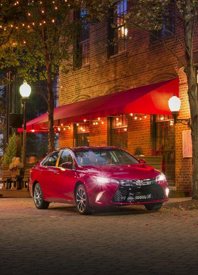 2015_Toyota_Camry_XSE-1