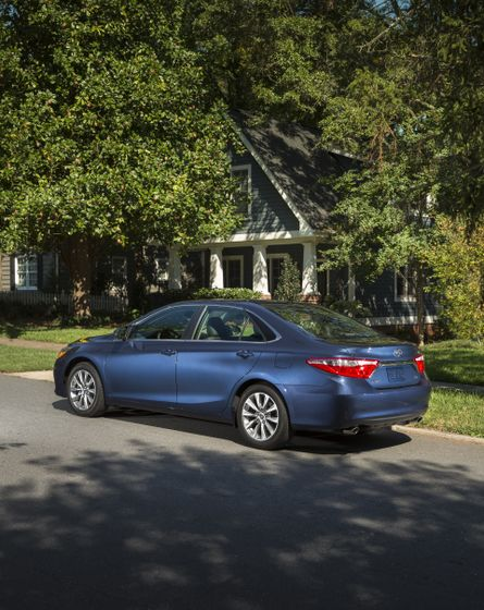 2015_Toyota_Camry_XLE-9