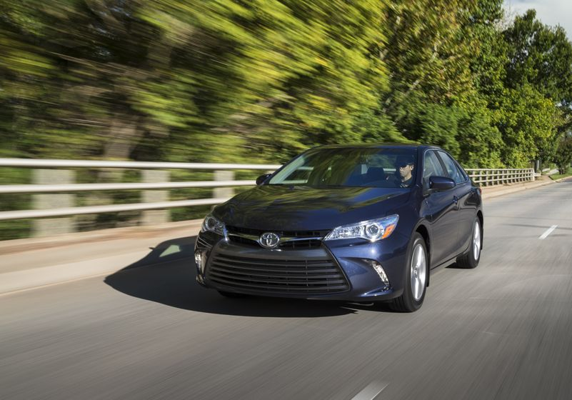 2015_Toyota_Camry_XLE-11
