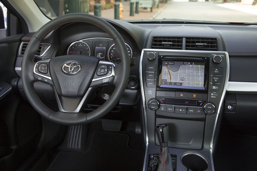 2015_Toyota_Camry_XSE-20