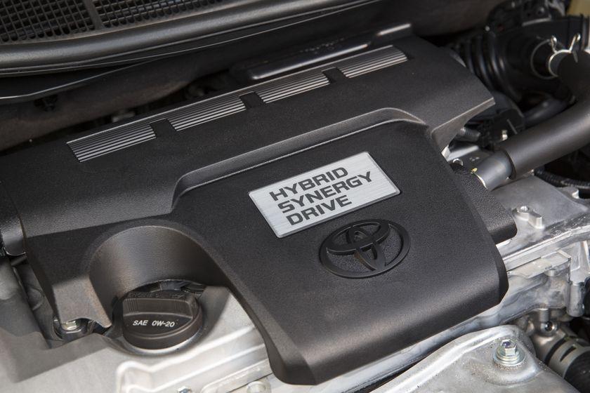 2015_Toyota_Camry_Hybrid_SE-21