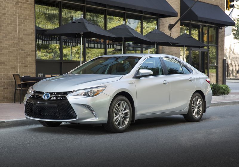 2015_Toyota_Camry_Hybrid_SE-012
