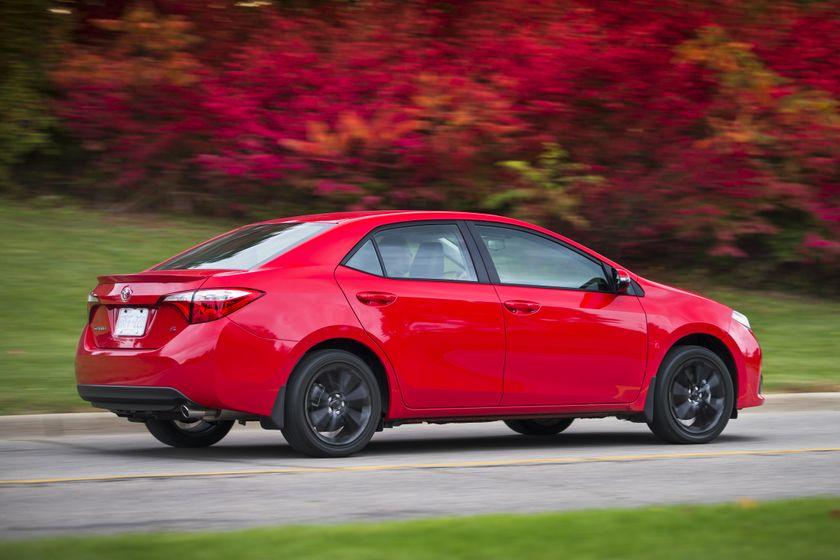 2015_Toyota_Corolla-13