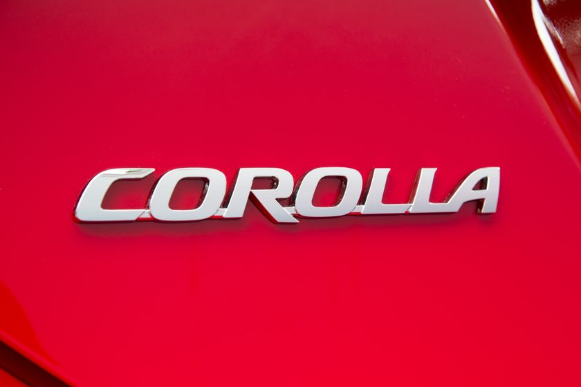 2015_Toyota_Corolla-16