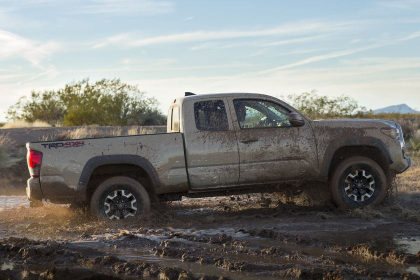 2016_Toyota_Tacoma_TRD_OffRoad_002