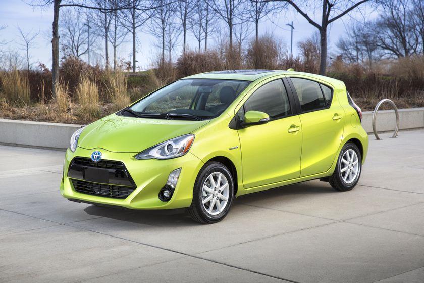 2015_Toyota_Prius_c-6