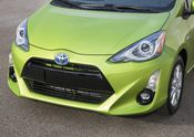 2015_Toyota_Prius_c-12