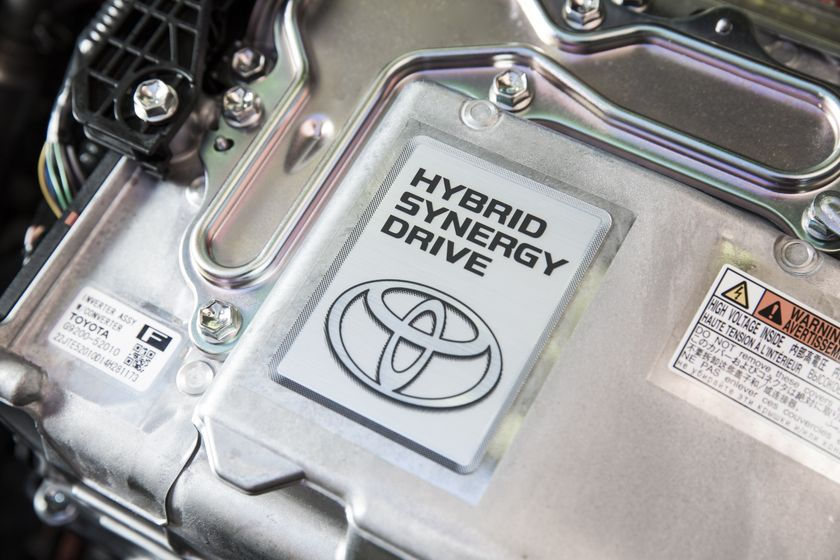 2015_Toyota_Prius_c-15