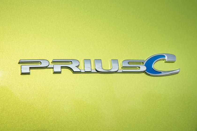 2015_Toyota_Prius_c-18