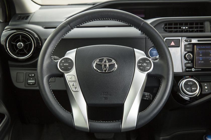 2015_Toyota_Prius_c-23