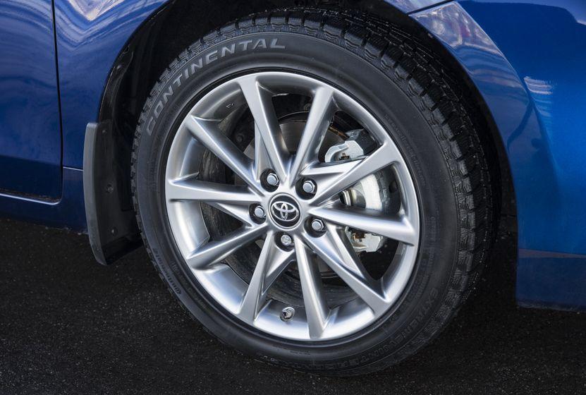 2015-2018 Toyota Prius v 16
