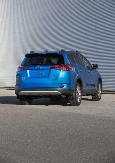 2016_Toyota_RAV4_Hybrid-9