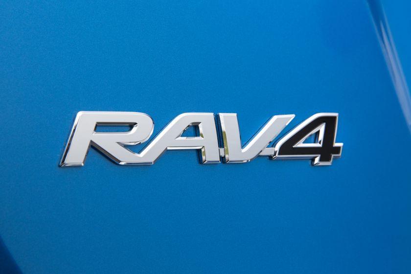 2016_Toyota_RAV4_Hybrid-12