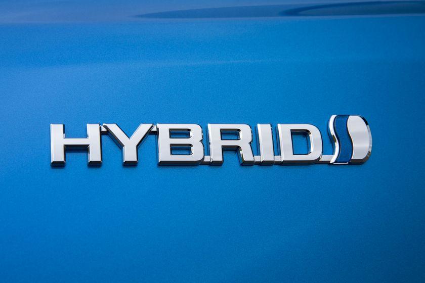 2016_Toyota_RAV4_Hybrid-13