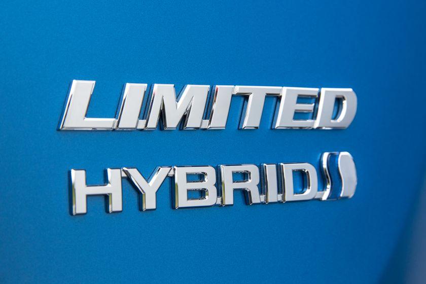 2016_Toyota_RAV4_Hybrid-14