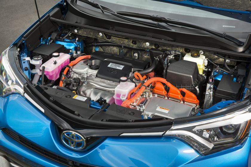 2016_Toyota_RAV4_Hybrid-16