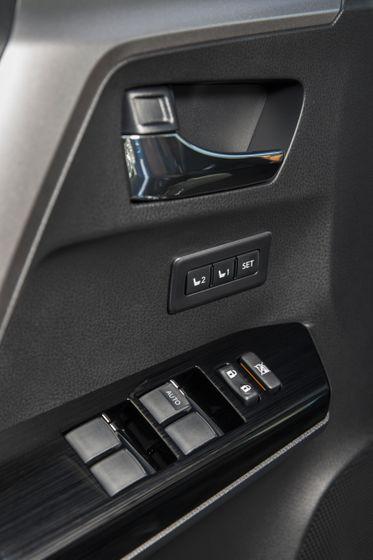 2016_Toyota_RAV4_Hybrid-18