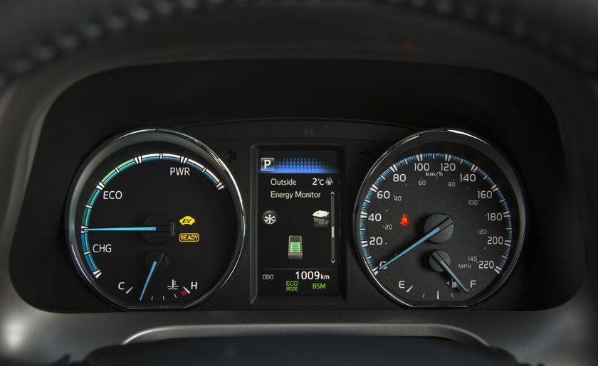 2016_Toyota_RAV4_Hybrid-22