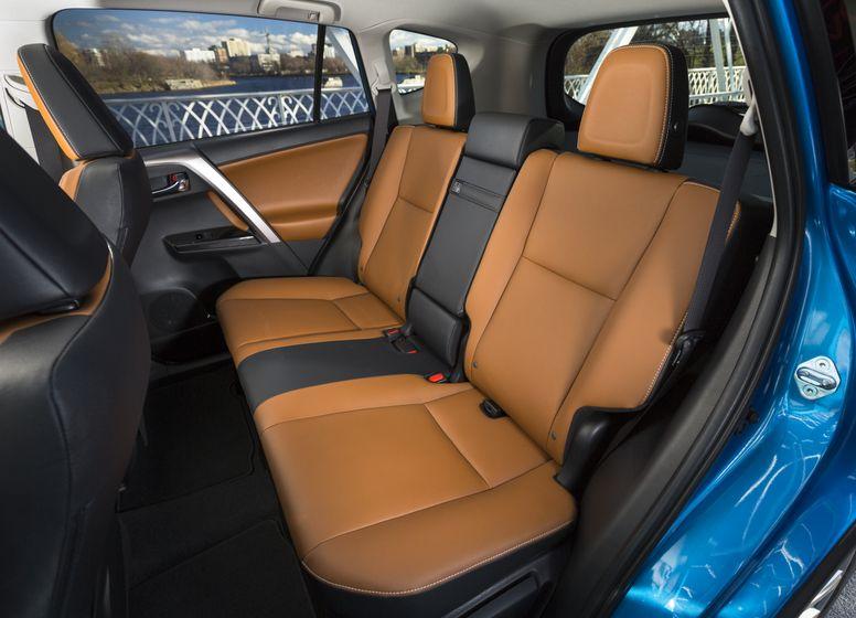 2016_Toyota_RAV4_Hybrid-31