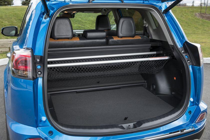 2016_Toyota_RAV4_Hybrid-32
