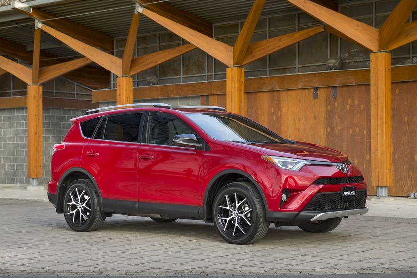 2016_Toyota_RAV4-4