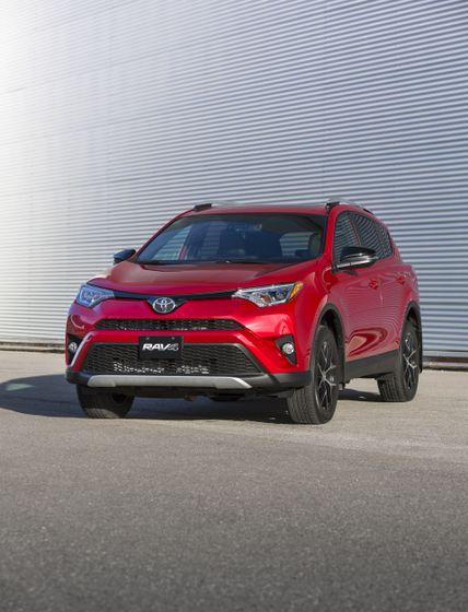 2016_Toyota_RAV4-9