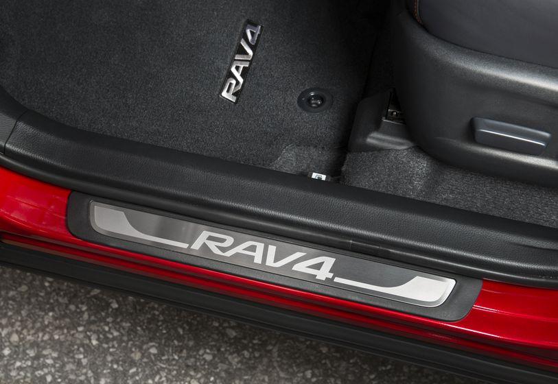 2016_Toyota_RAV4-20