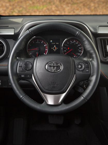 2016_Toyota_RAV4-22