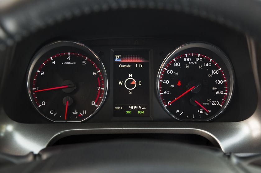 2016_Toyota_RAV4-24