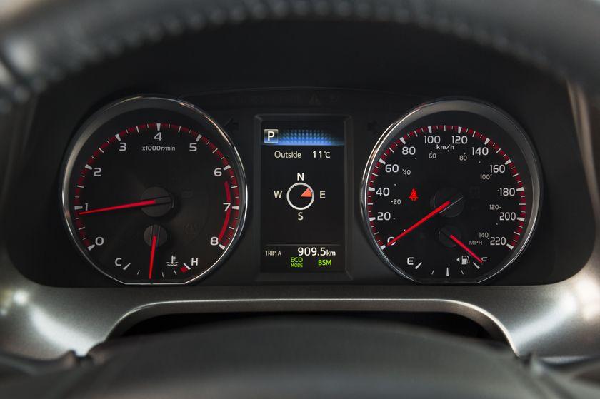 2016_Toyota_RAV4-25
