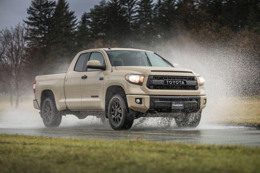 2016_Toyota_Tundra-1