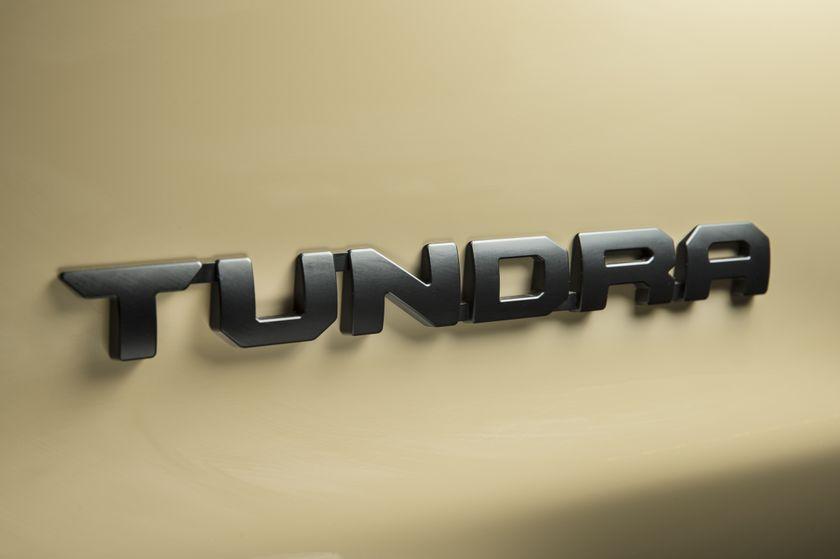 2016_Toyota_Tundra-6