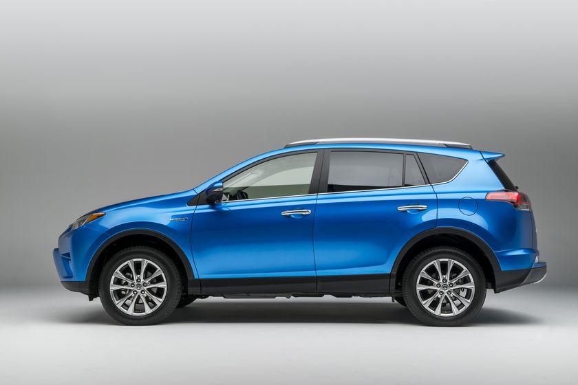 2015_NYIAS_2016_Toyota_RAV4_Hybrid_005