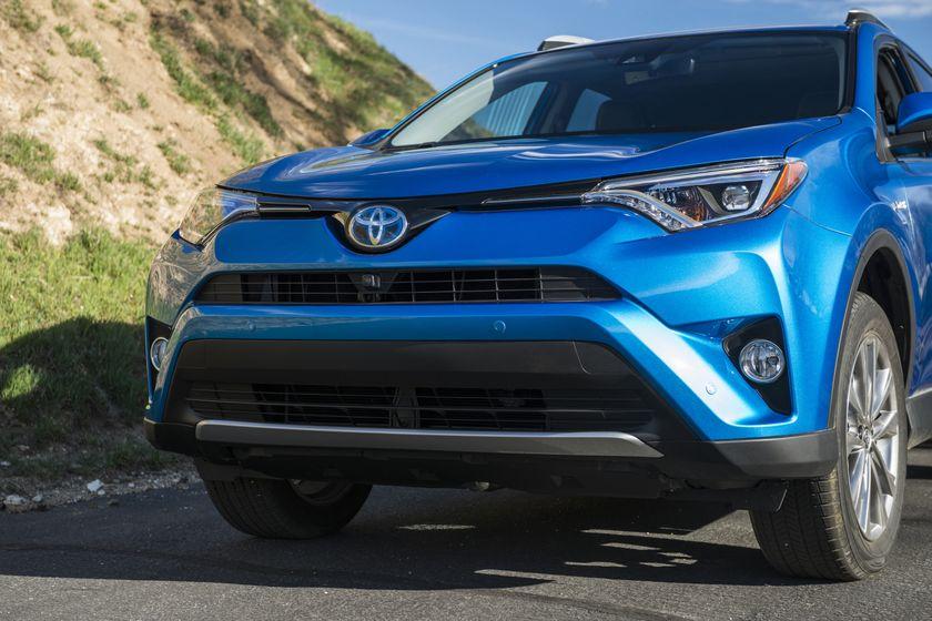 2015_NYIAS_2016_Toyota_RAV4_Hybrid_010