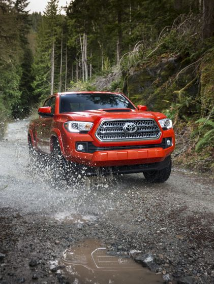 2016_Toyota_Tacoma-10