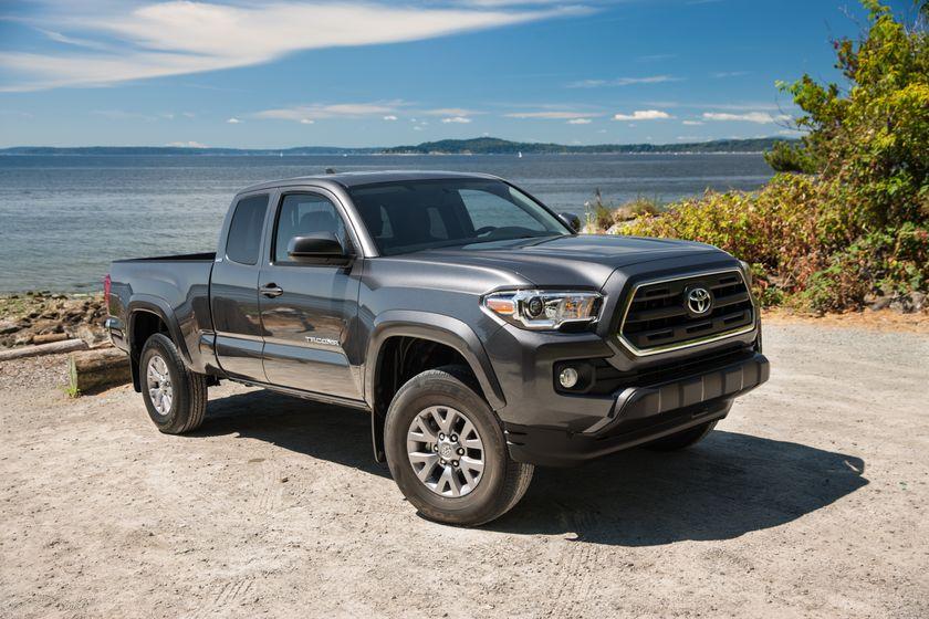 Toyota Tacoma SR5 01