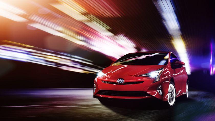 2016_Toyota_Prius_001