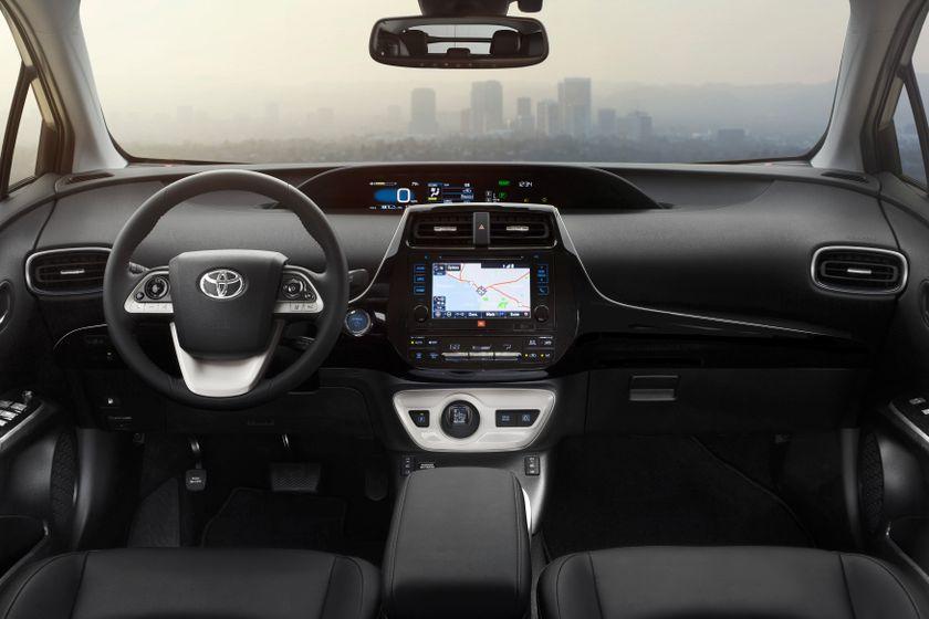 2016_Toyota_Prius_003