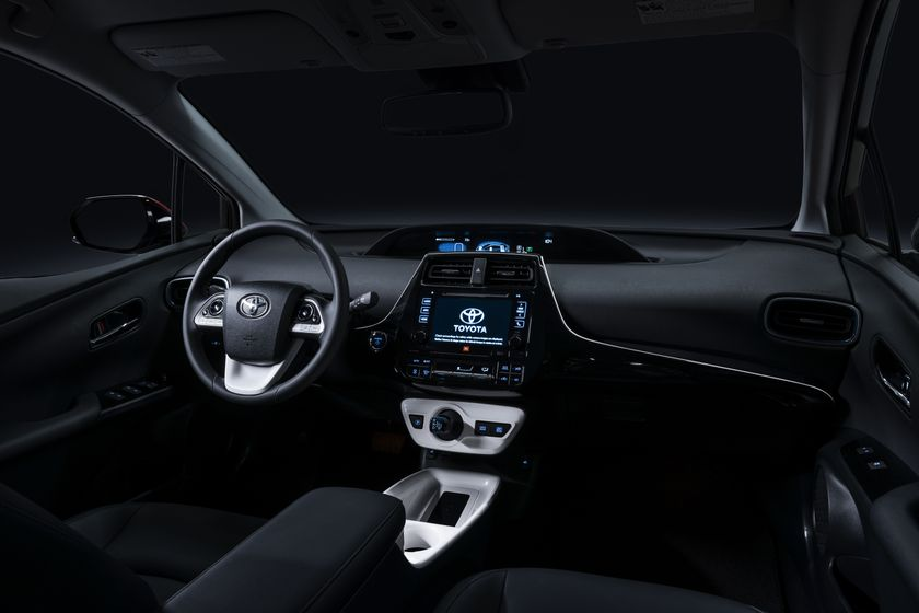 2016_Toyota_Prius_006