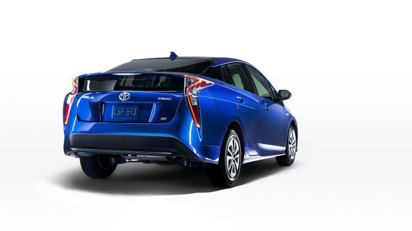 2016_Toyota_Prius_008