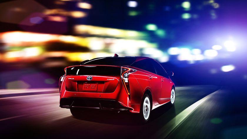2016_Toyota_Prius_010