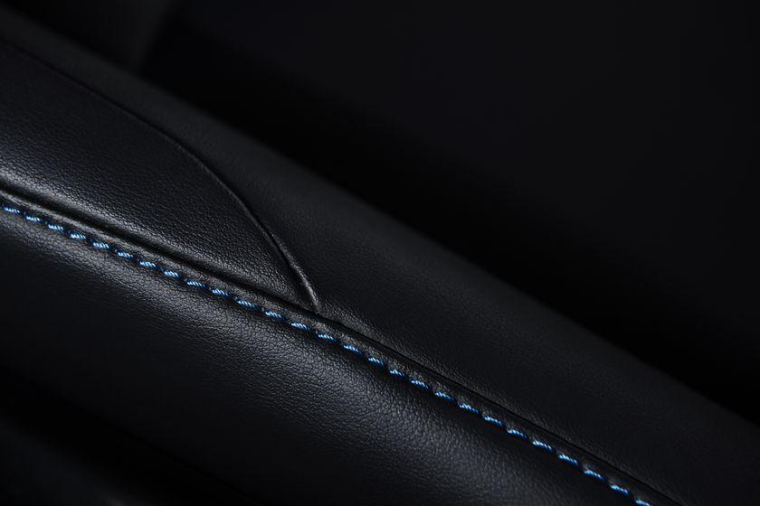 2016_Toyota_Prius_014