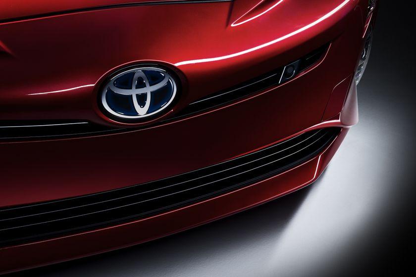 2016_Toyota_Prius_015