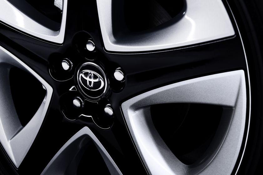 2016_Toyota_Prius_016