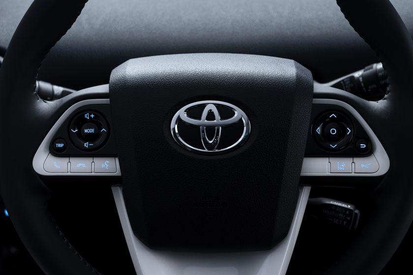 2016_Toyota_Prius_018