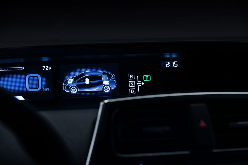 2016_Toyota_Prius_021