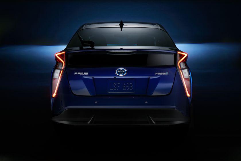 2016_Toyota_Prius_023