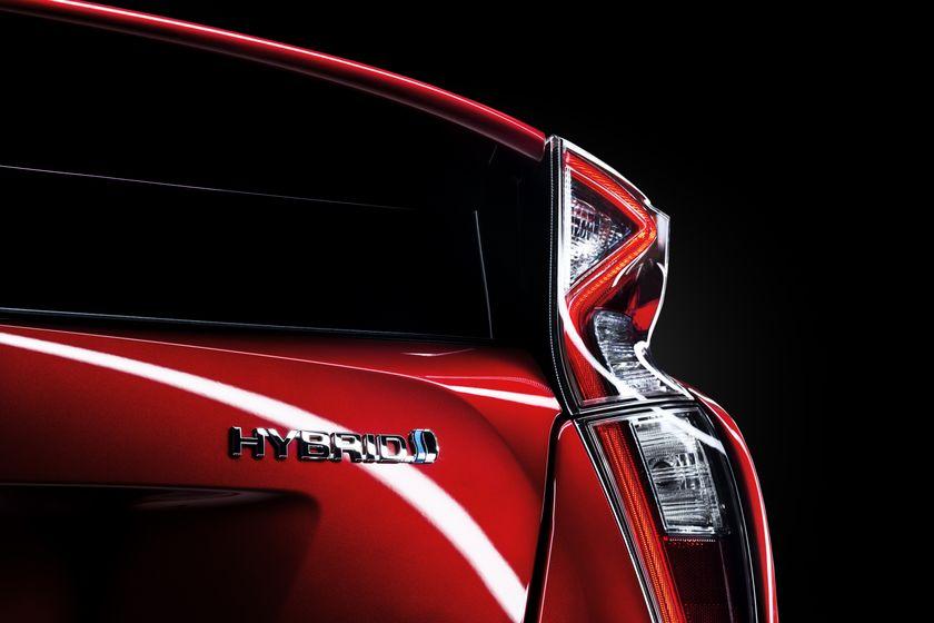 2016_Toyota_Prius_025