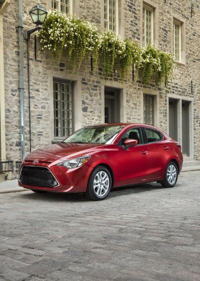 2016_Toyota_Yaris_Quebec-1