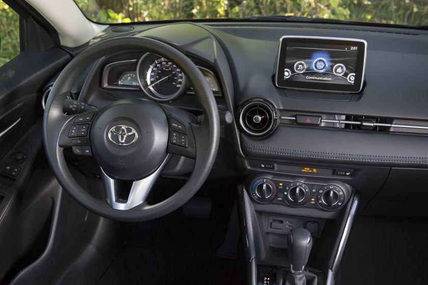 2016_Toyota_Yaris_Quebec-22